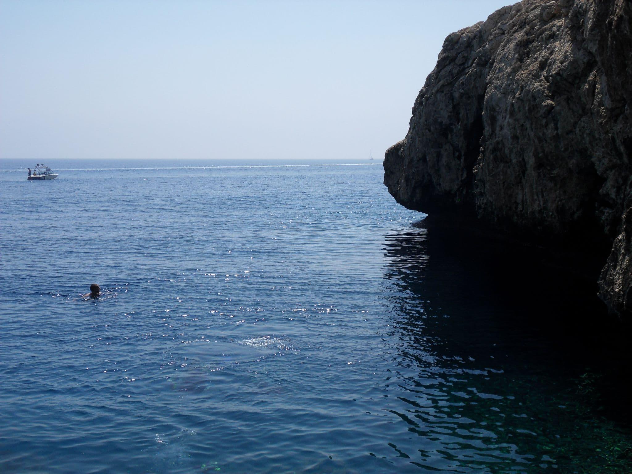 возле пещер у Мыса Грека